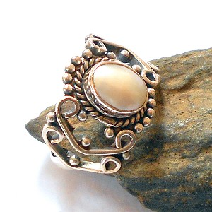 White Pearl Sterling Silver Ring Size 9